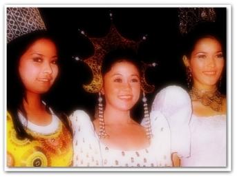 MEMORABILIA - Vi with Aurora Salve and Gina Pareño 1970s