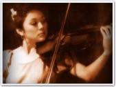 ARTICLES - Vi Playing Violin